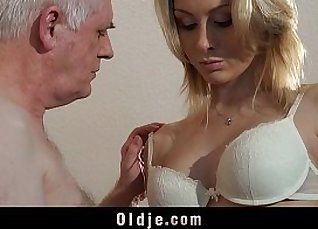big strong tits blonde misses her job interview |