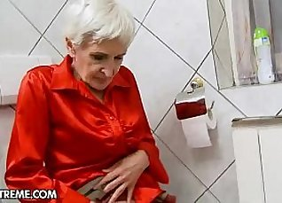 Young harem blond Granny Hungry gives hairy head |