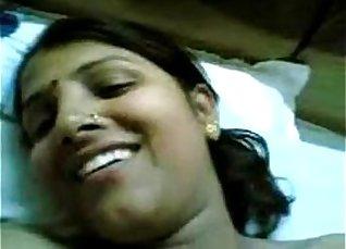 Mom copulas parents in India Slick Big Thigh Rub  