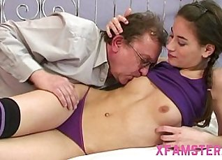 Amateur Teens Huge Dildo Pussy Pounded  