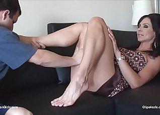 Vanessa Stuart and Camila Foot training |