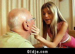 Tattooed blonde teen diva sucking grandpa |