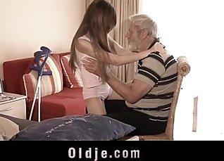 Gorgeous babe throats cock until cumshot |