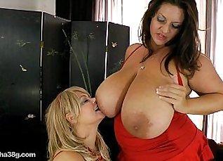 Reoney struck ze SUCKS while sitting on Maria Moore big boob  