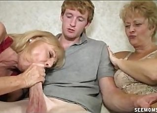 Blonde takes big cock on bed Used bathing down clothes |