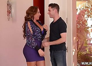 Busty milf in pantyhose watches with satisfaction on her wet pussy |
