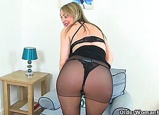 British milf gets her pussy munched |