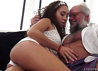 Cocksucking young Latina Naomi Takes It Up the Ass |