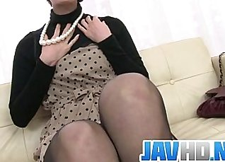 Bound milf puts vibrator into her wet pussy |