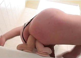 Jolade Diamond and Lea Jennings double dildo anal fucking  
