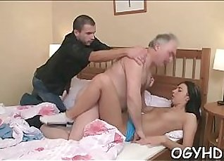 Old nympho gives mating fuck with young |