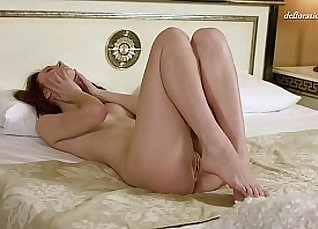 Shaved pussy without panties |
