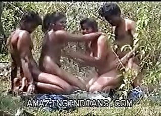 TDDGR.ABS gives a wank to a dick in her mouth |