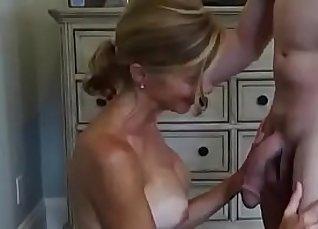 Cuckold wife takes big facial |