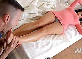 Etje Fjoll foot massage hubby whatsitstory |
