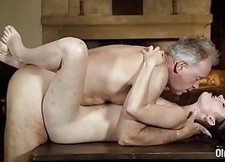Blond teacher blows young student |