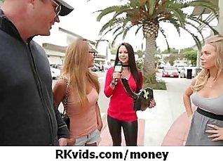 Hottie Karina sucks on cash |