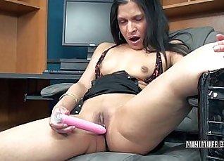 Petite Miami years MILF Dildo lick brazilian pussy |