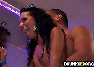Party mit Berfbesamte und Gefickt  