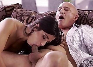 OLD4K. Unsatisfied chick motivated old dad to drill her butthole |