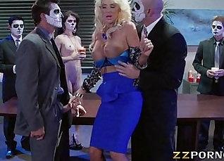 Busty pornstar Karla Crane double penetrated |