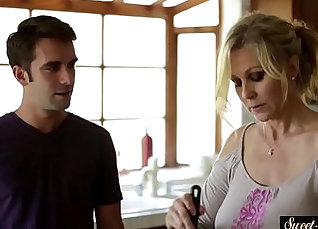 stepmom has to spread her legs for me cumshot video |