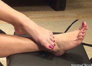 Moms in foot fetish |