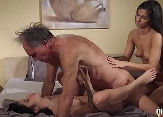 Hot Teen with Curvy Hair Swallows Cock, Wants Cum! |