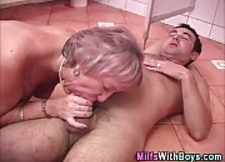 Cum swallowing fucking for dark haired granny |