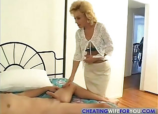 Big dick mummy aunt Liza and Glen beat the fuck out |