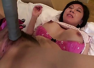 Beautiful Japanese MILF pleasing Zara and playing with her cunt |