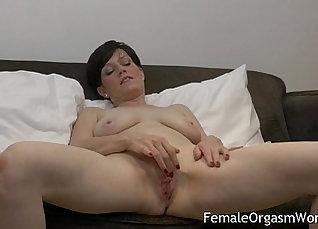 Amateur Milf orgasms Pussy Masturbation |