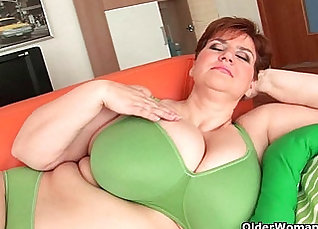 Chubby granny with big tits gets her tight pussy toying moans |