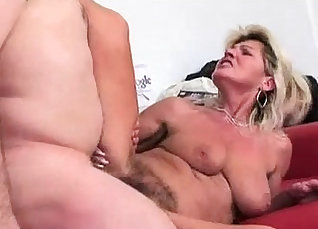hairy pussy hump squirting  