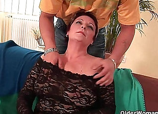 Huge lean cock deflowers hairy pussy |