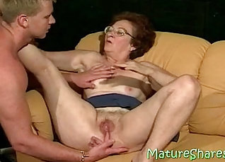 Concupiscent nymph gets her juicy moist vagina licked |