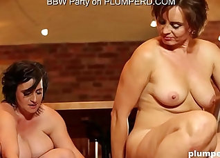 phra sexy and mature Canadian BBW gets fucked on her knees |