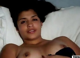 Couple ends up fucking on webcam |
