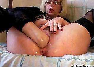 Fist getting fisted in a gang shebang by blowriding pervert  