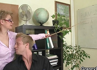 Fat mature secretary wrecked and creampied at office |