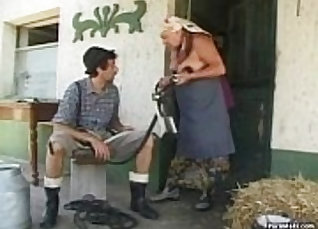BBW granny receives bremling of young cock |