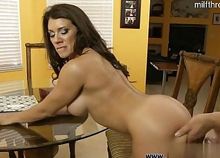 Curvy Stepmom Getting Fucked By Her Sons Creampie |