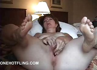 Skinny mature chick Lola takes a cumshot from the webcam |