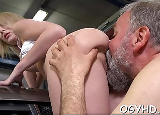 Young hotty licked out by old man Showing Off |