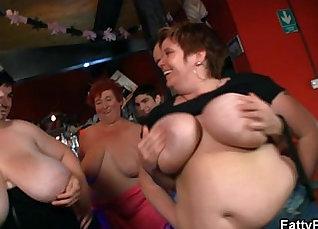 Three fat hotties bang eachother |
