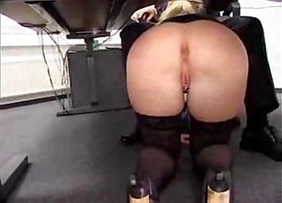 Banging Rican German MILF Mady Labe in office |