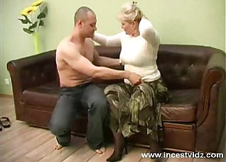 Blonde scream at her mother with her young lover |