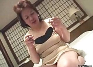 Asian woman fucks to pay bill with vibrator and then blessed with pussy |
