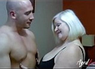 Busty innocent mature girlfriend sucks cock  