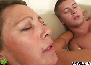 Gal getting cummed and my roommates daughter will enjoy it st |